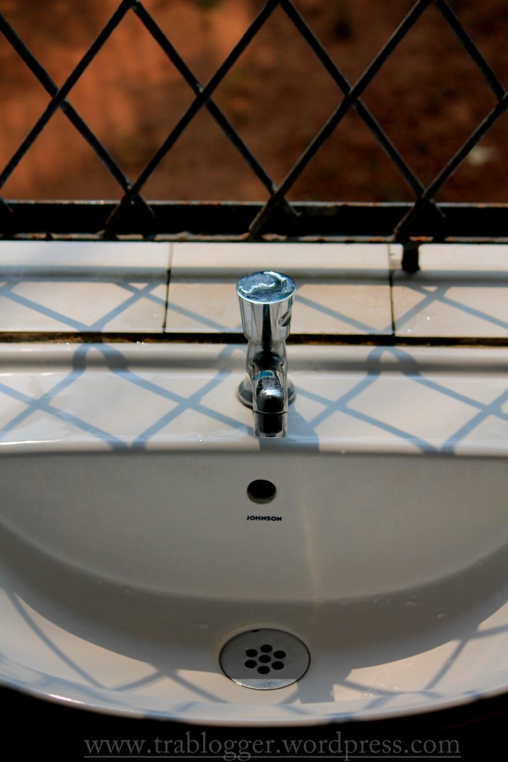 Mundane Monday : Wash Basin