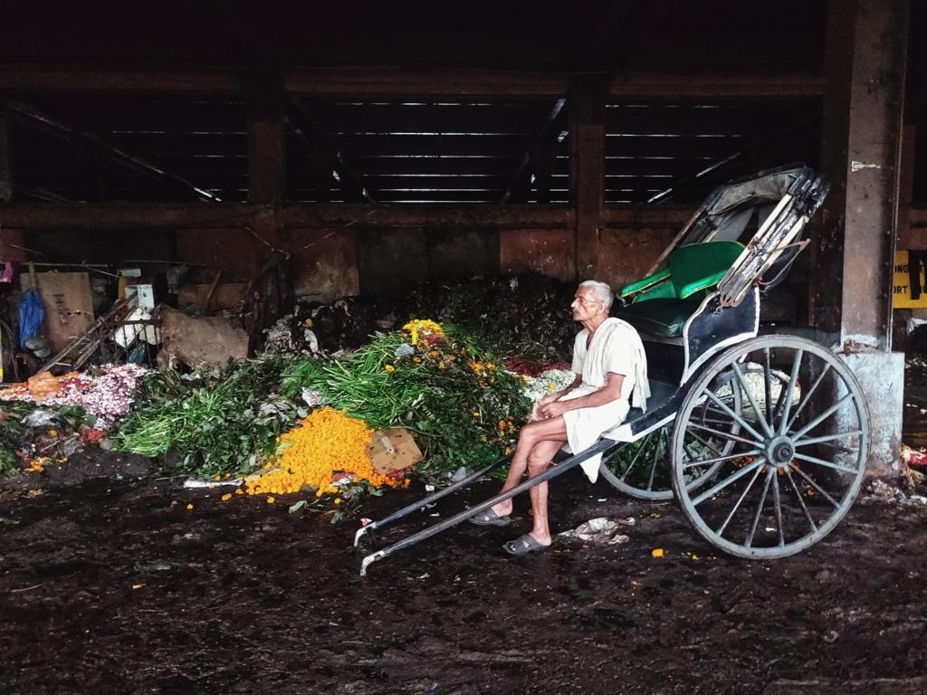 Trabloggers kolkata street photography rickshaw puller